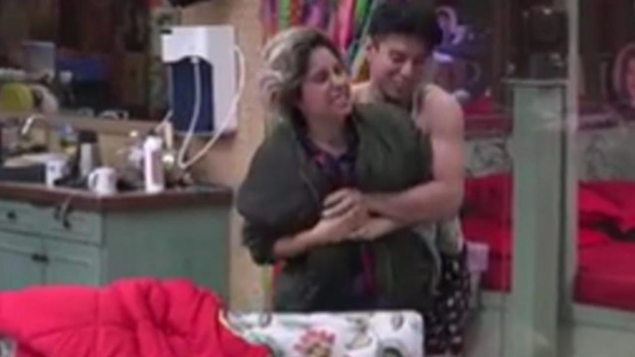 Bigg boss OTT: Neha Bhasin tears Pratik Sehajpal's vest after getting into a fight; watch video