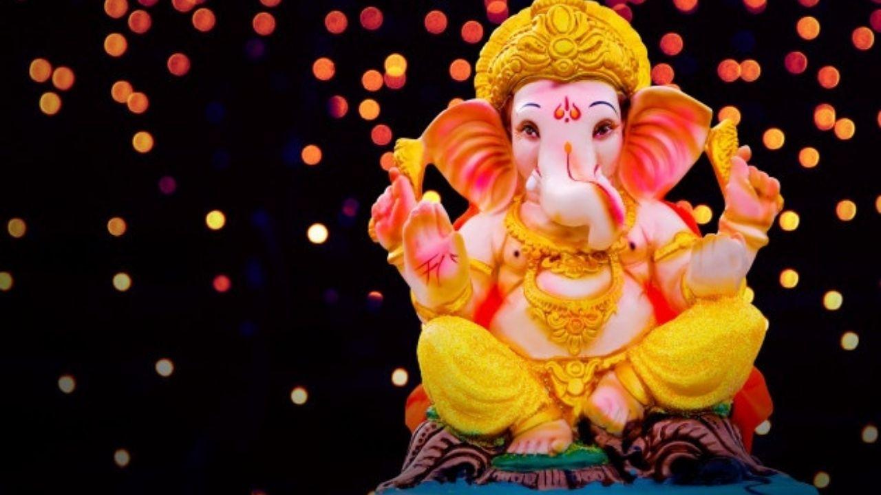 Ganesh Chaturthi 2021: गणेशजी की पूजा करते समय पढ़ें ये आरती, मंत्र