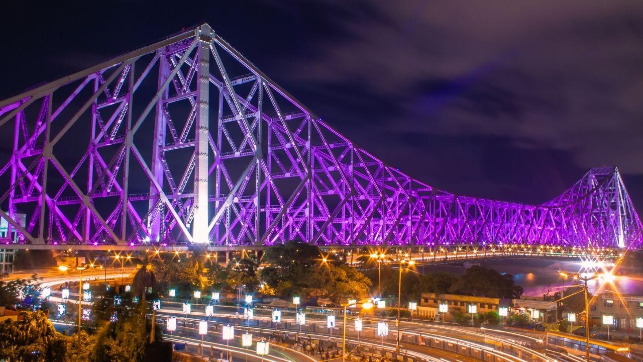 Howrah Bridge in Olympic Colours :  भारतीय एथलीटों को उत्साह बढ़ाने के लिए ओलंपिक कलर्स में रंगा हावड़ा ब्रिज, देखें वीडियो