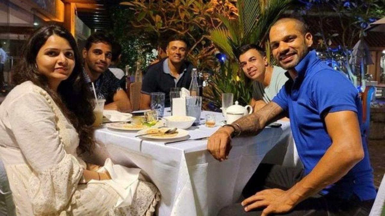 India vs Sri Lanka : लंका फतह के बाद कोच द्रविड़ के साथ डिनर पर गए खिलाड़ी, Shikhar Dhawan ने शेयर की फोटो